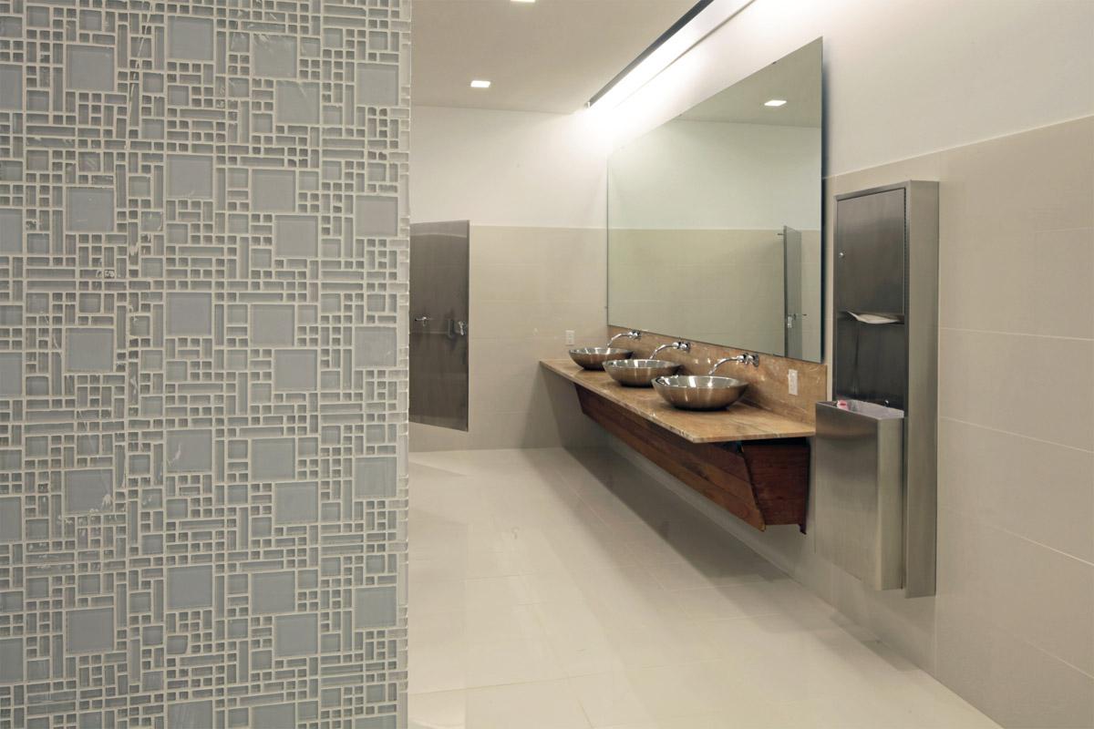 GTAR _ Restroom